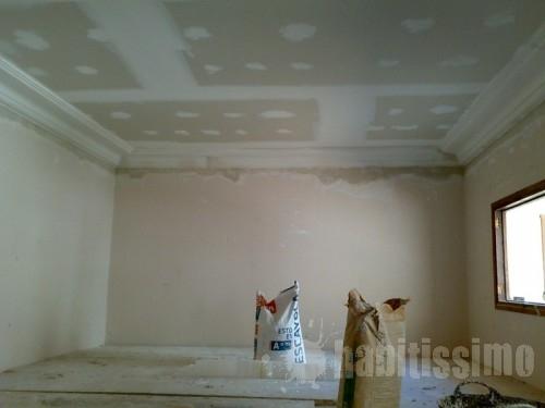 Contrucci n de falso techo y colocaci n de molduras de - Como colocar molduras de escayola ...